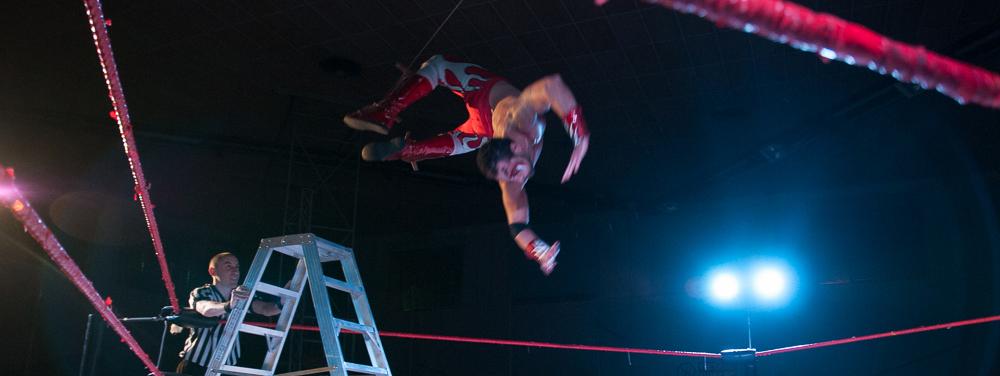 Abituato a spiccare il volo, Red Devil ha sempre sfruttato queste sue doti atletiche per mettere a segno un'offensiva sempre più innovativa