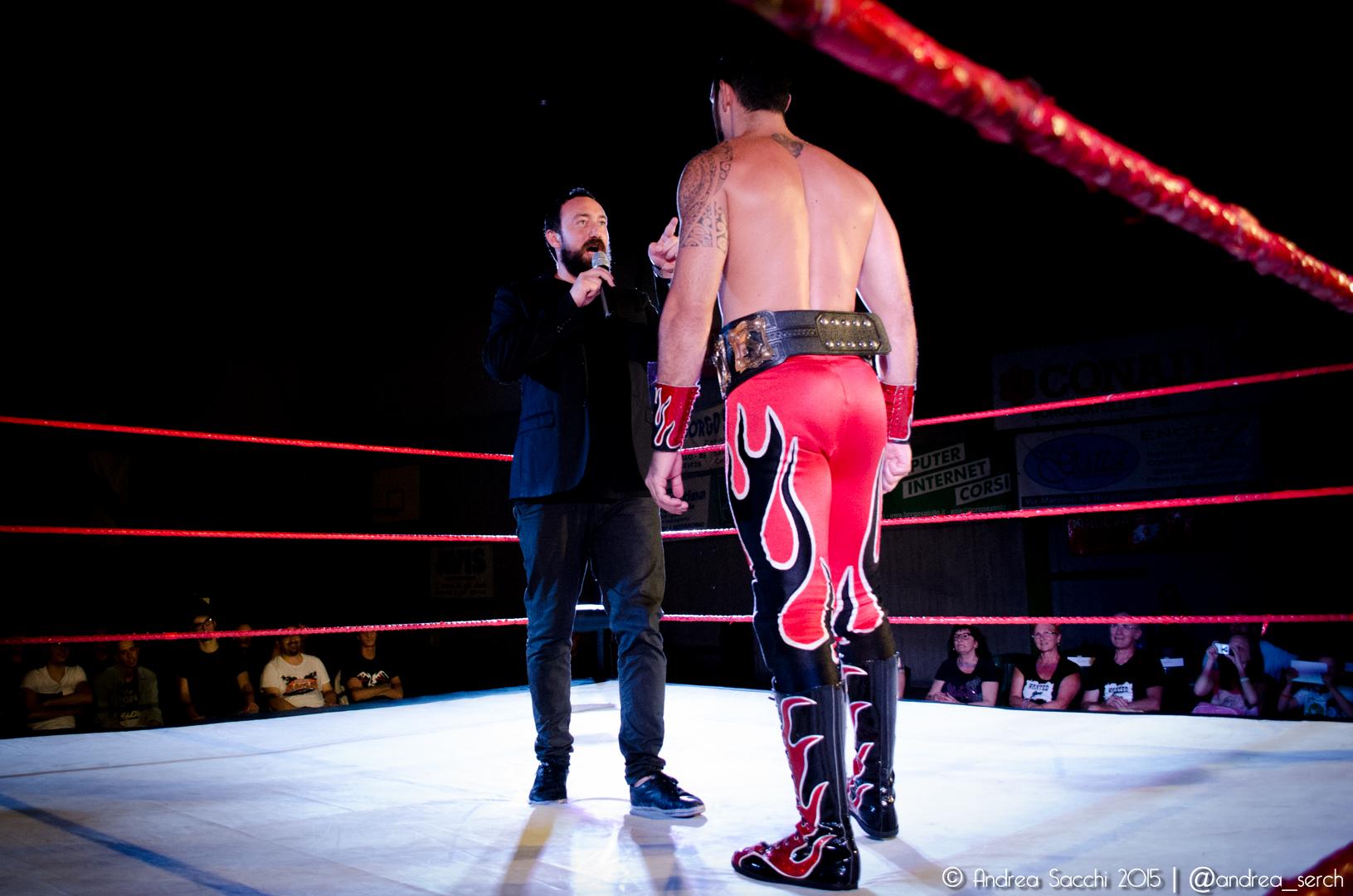 Il Direttore Generale Kobra ha promesso a Red Devil che farà quanto in suo potere per fargli perdere la cintura e per questo Sabato ha deciso di opporgli Lupo