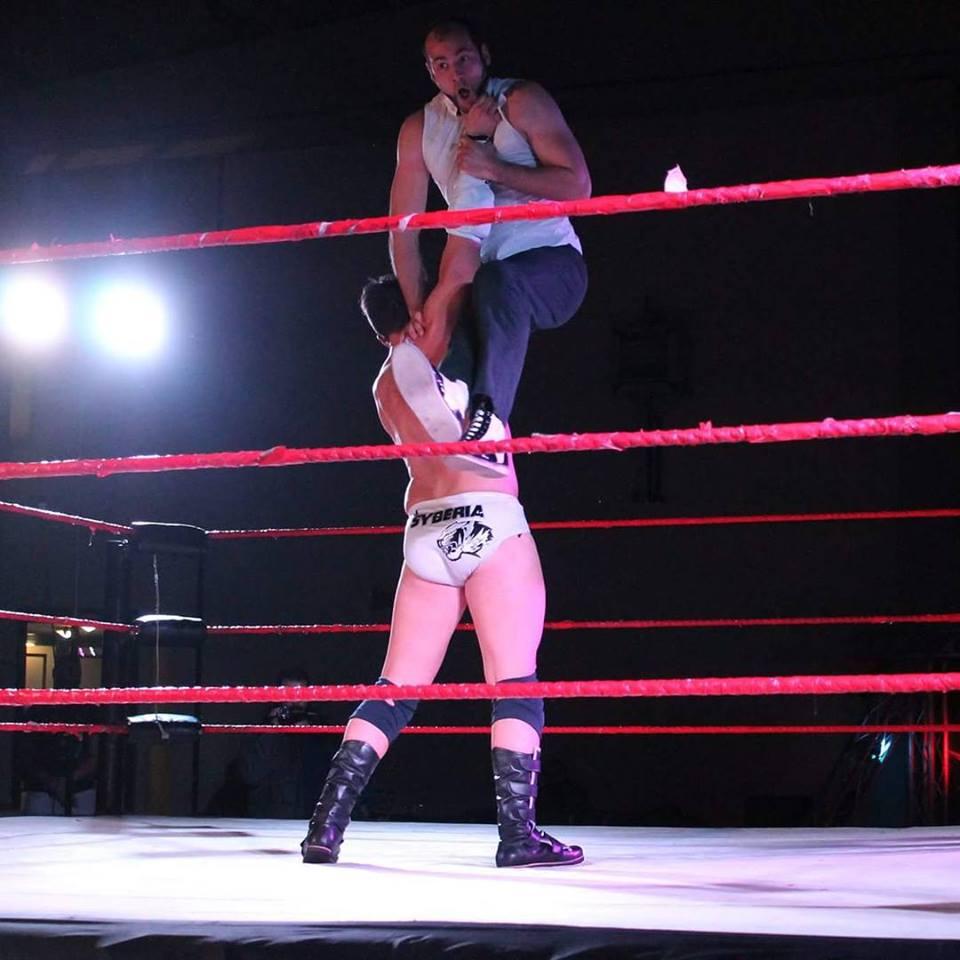 """Jari Syberia è noto come """"Il Gigante dagli Occhi di Ghiaccio"""" per un motivo molto chiaro: è uno dei Wrestler più possenti di tutto il Roster"""