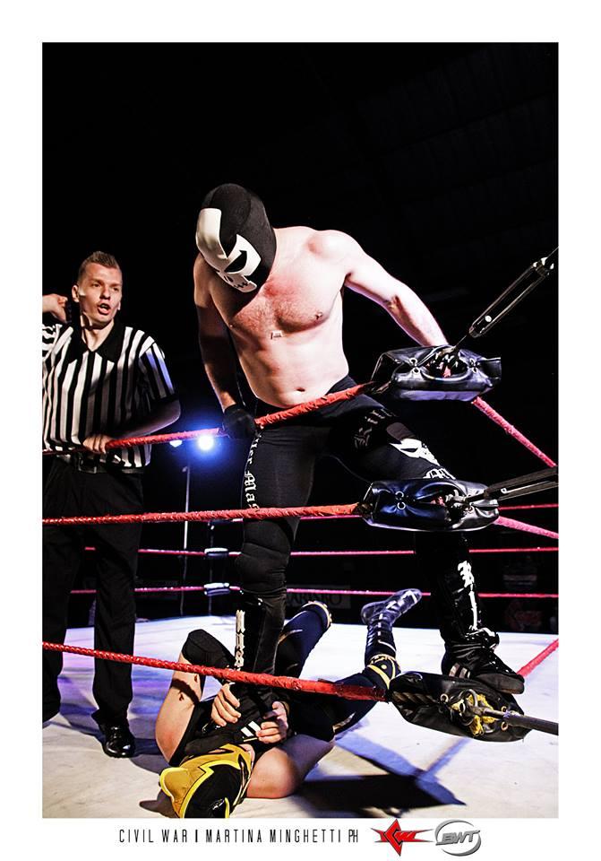 Nonostante la buona prova del misterioso debuttante, Killer Mask si è dimostrato superiore portando a casa la vittoria