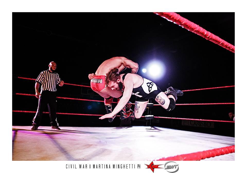 Goran il Barbaro riesce a schienare il giovane Tony Callaghan aggiudicandosi una nuova Title Shot ai titoli di Coppia insieme al suo compagno Taurus