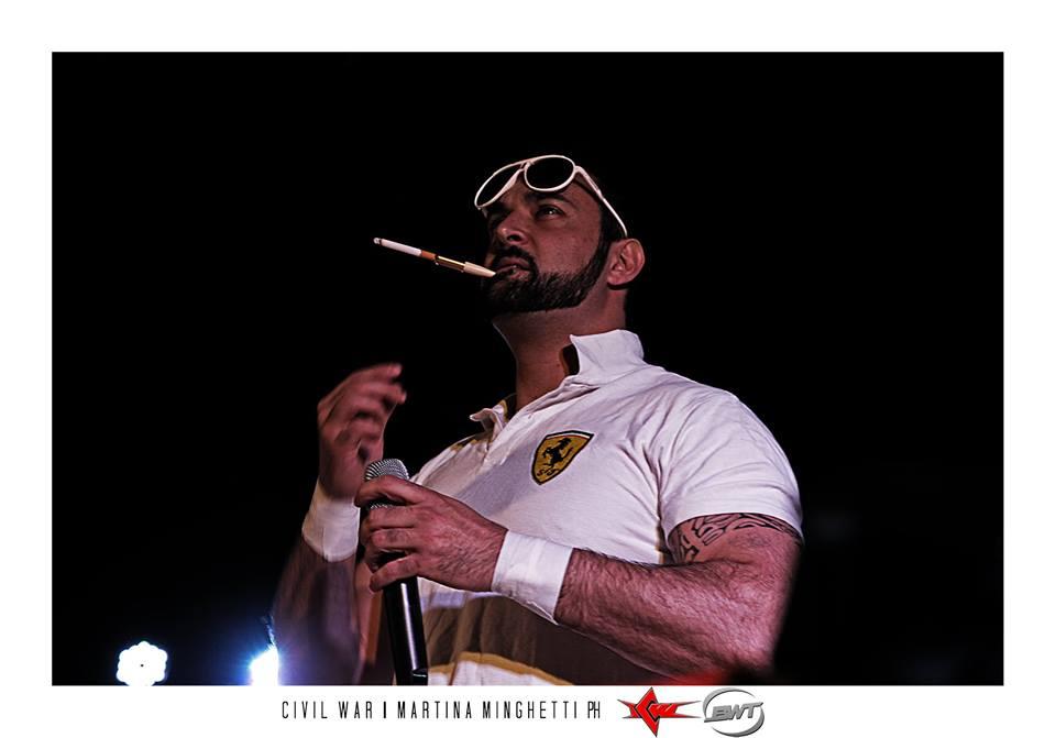 Dopo il suo recente cambio di atteggiamento Fabio Ferrari ha iniziato a utilizzare più spesso azioni illegali sul ring
