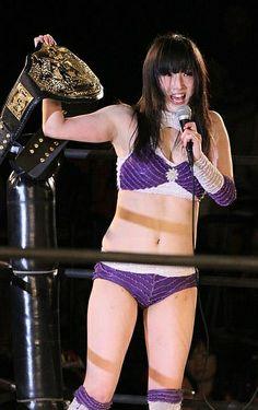 La campionessa femminile della REINA, Makoto, dovrà difendere la cintura dall'assalto di Koharu Inata