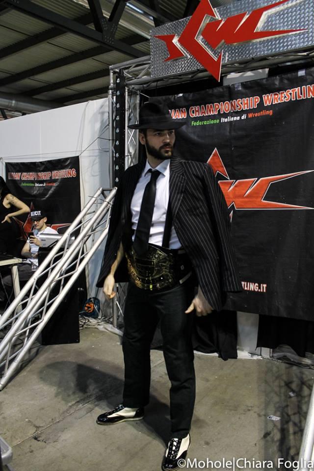 """Al termine di un match davvero lottato, Il Campione Italiano di Wrestling si conferma tale sconfiggendo la """"Regina del Ring"""" Queen Maya"""