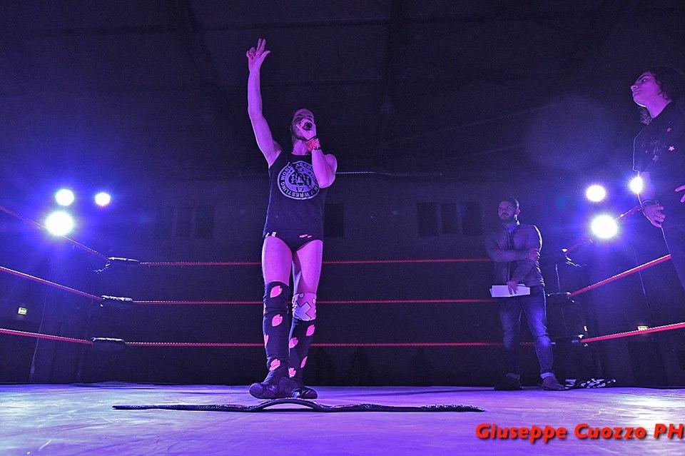 L'attuale Campione dei Pesi Leggeri, Max Peach, dovrà affrontare ben due avversari contemporaneamente ad ICW Generation