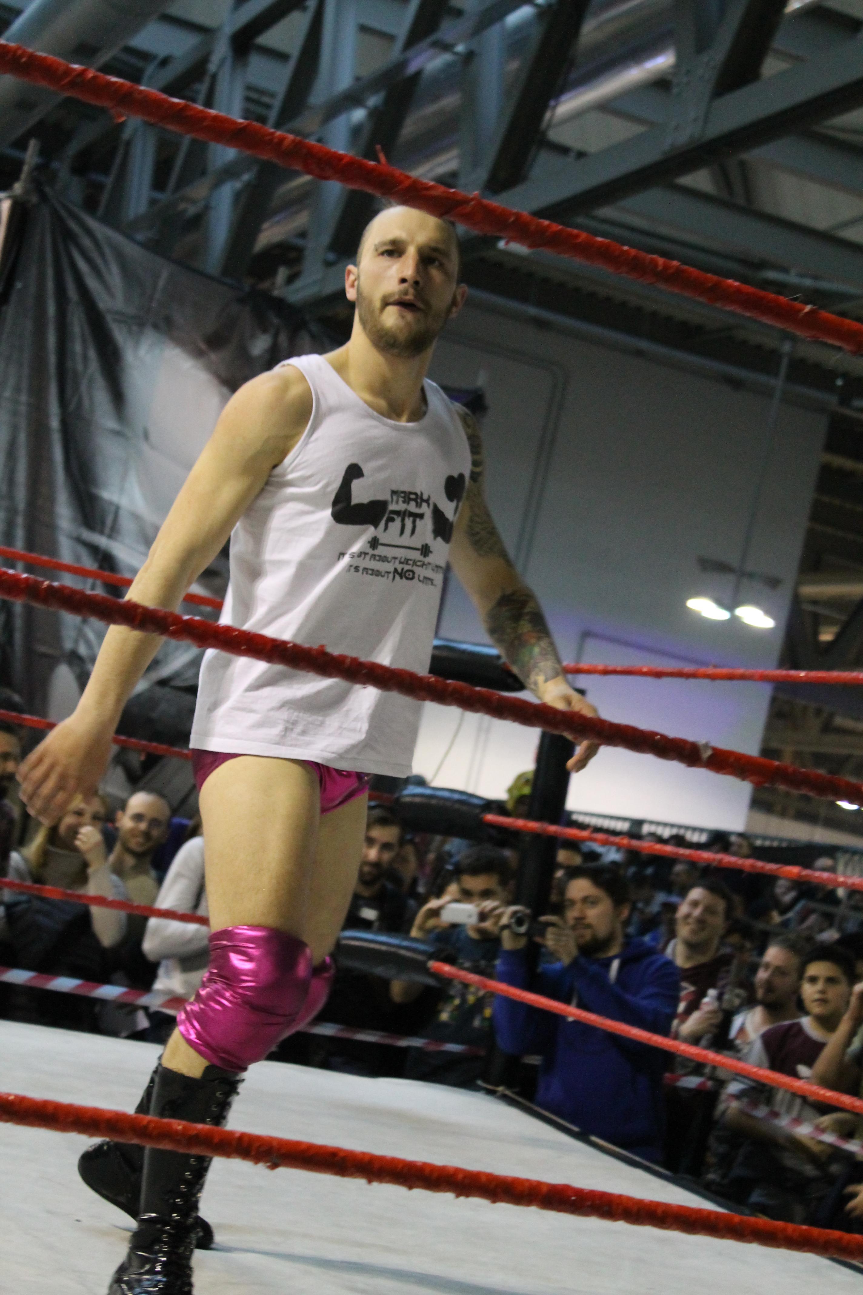 In un match triangolare con alcuni dei migliori pesi leggeri in ICW, Mark Fit si riconferma al top della sua forma