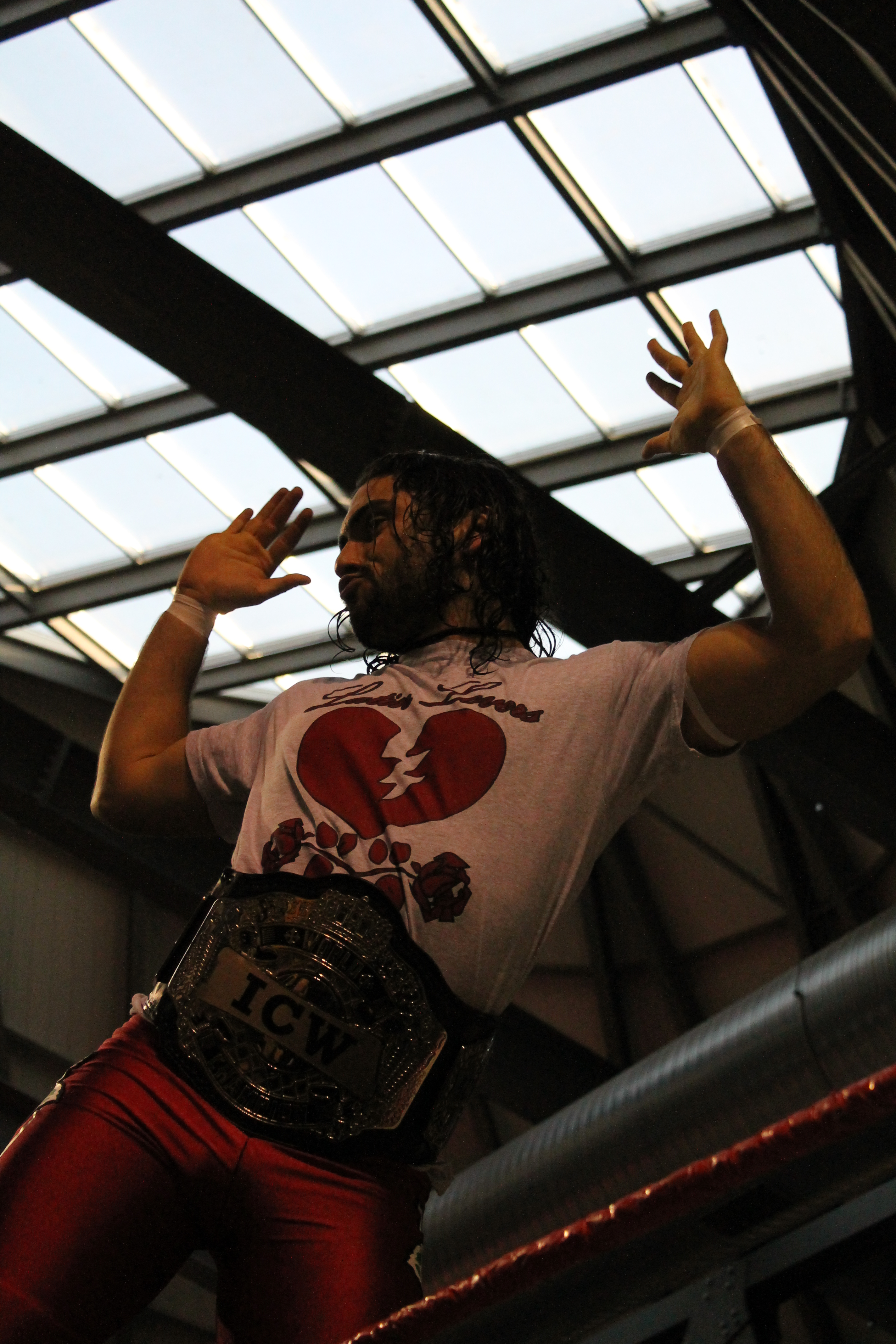 Uno dei due Campioni di Coppia, Rafael, ostenta tutta la sua sicurezza sul ring. Sarà così anche questo Sabato?