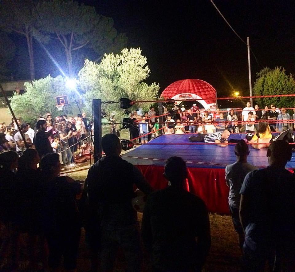 Proprio come la sera precedente a Cecina, gli show di Campi Bisenzio (FI) hanno attirato moltissimi fan